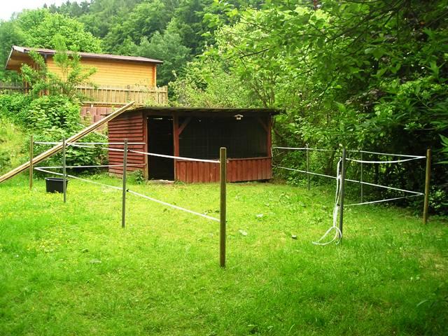 pferdestall bauen unser stall wurde im jahr neu gebaut er. Black Bedroom Furniture Sets. Home Design Ideas